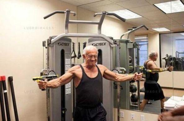 泰国74岁老大爷爱健身,开1元健身房帮助更多
