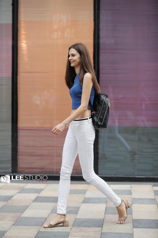 身材苗条高挑的乌克兰美女