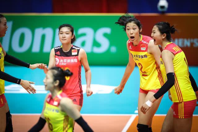 中国女排最强帮手!战俄罗斯美国强势夺分,3主力受伤仍能赢球