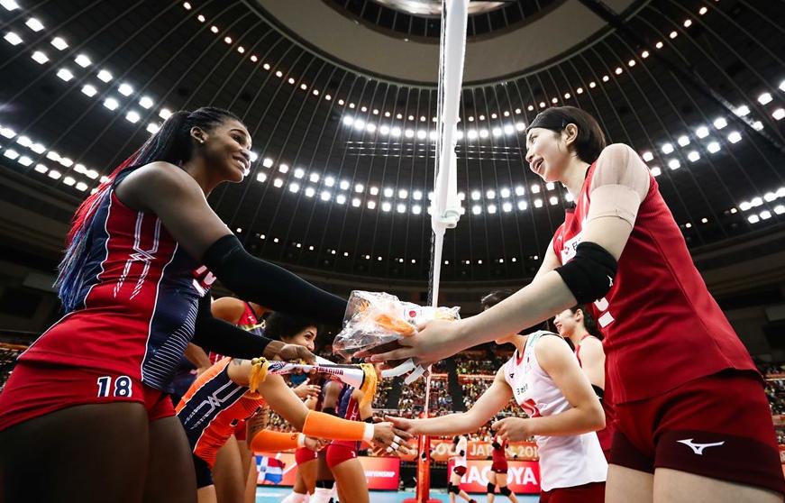 日本女排鏖战146分钟惊险取胜!领先巴西2分局势比中国还好