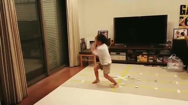 被称作李小龙转世的日本小孩又出新视频了, 满满都是李小龙的影子