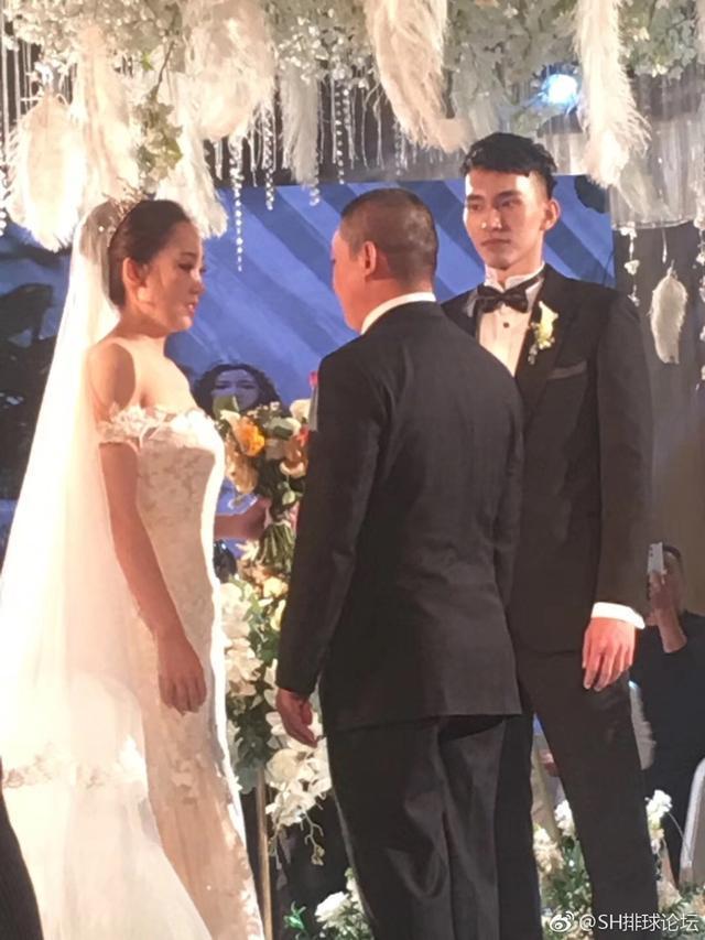 恭喜!中国排坛又一名将大婚,迎娶艺体美女事业爱情双丰收
