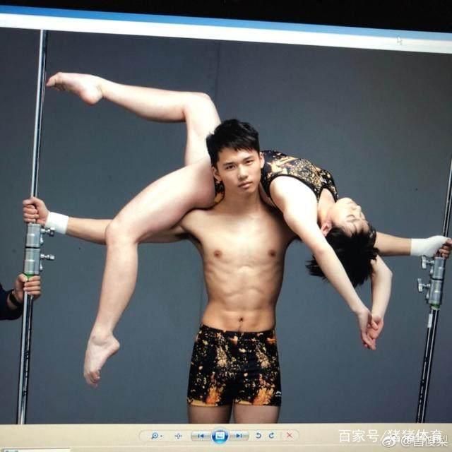 跳水队金童玉女亲密照曝光,陈艾森扛着昌雅妮,网友:这是恋爱了吗?