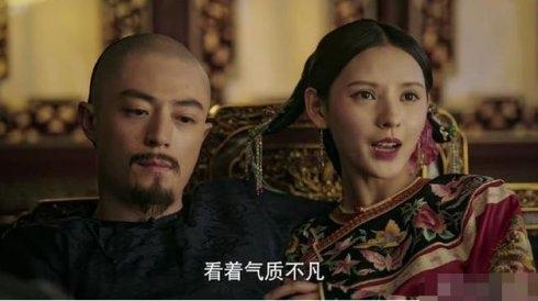 跟王思聪谈恋爱成名的她,《如懿传》里因脸僵惹争议