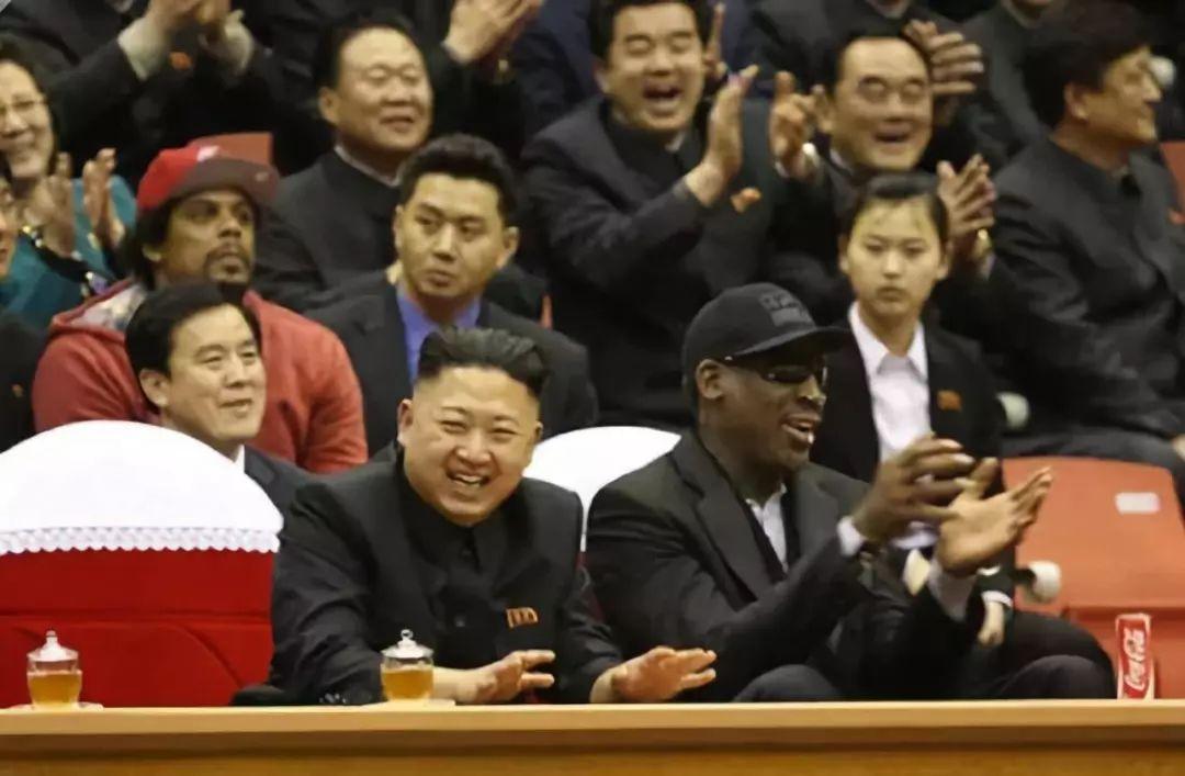 中国和朝鲜在韩国人捐建的体育馆 打了一场比赛