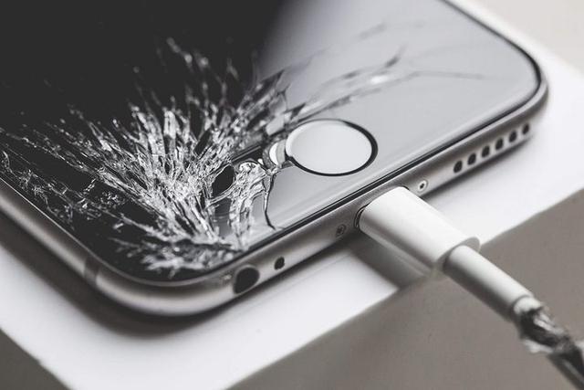 揭秘 iPhone 售后的灰色产业链,是什么让苹果每年损失十多亿美元