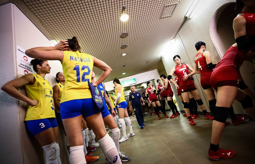 E组出线名额全部产生!日本女排挤掉巴西晋级,夺冠热门就此出局