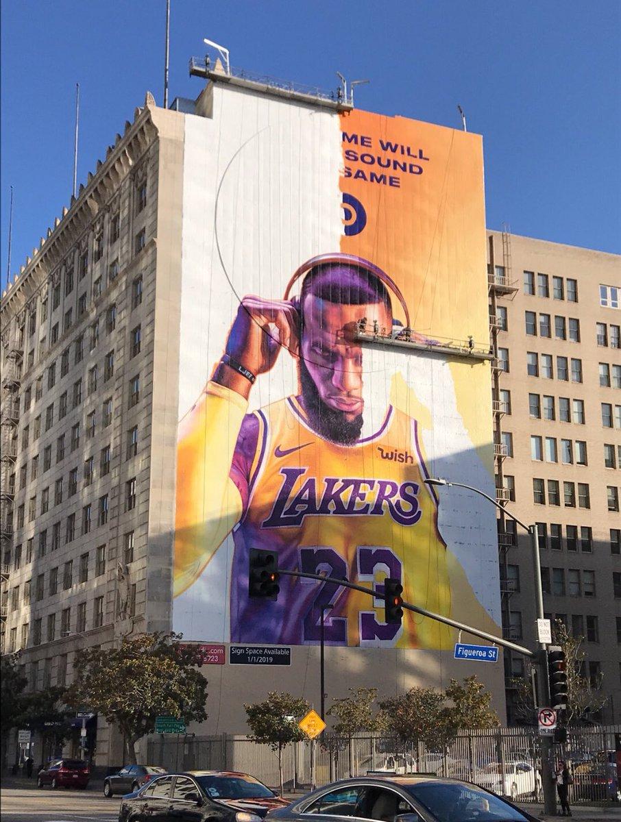再出新作!洛杉矶街头的全新詹姆斯壁画已接近完成
