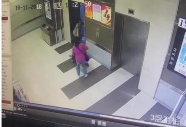 陌生女欲推女童进电梯 武汉警方:高度近视认错外孙女