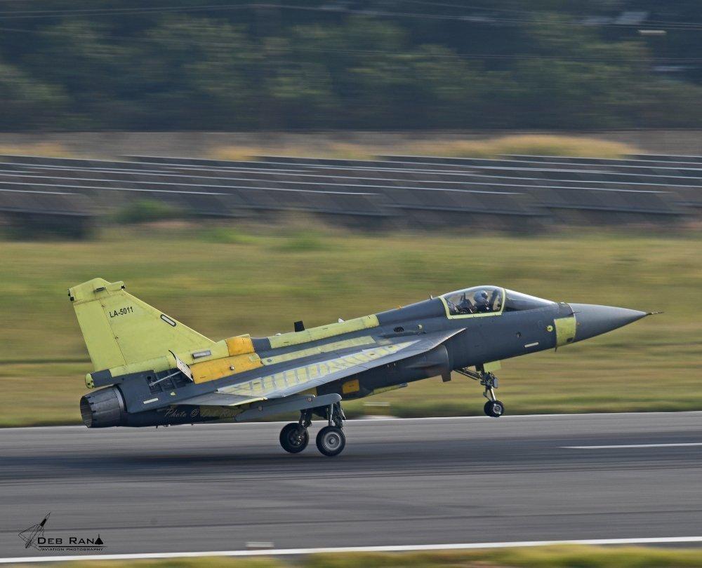 折腾30年,印度国产光辉战斗机交付不到20架,单价逼近F35