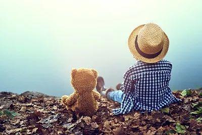 处处不能容忍别人的缺点,那么人人都变成坏人,也就无法和平相处.图片