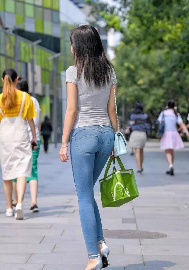 蓝冠在线:街拍:牛仔裤时