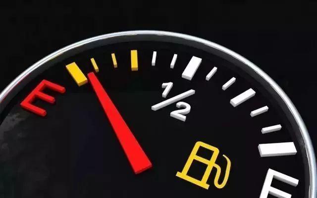 车快没油了,又找不到加油站怎么办?老师傅教你几个应急小窍门