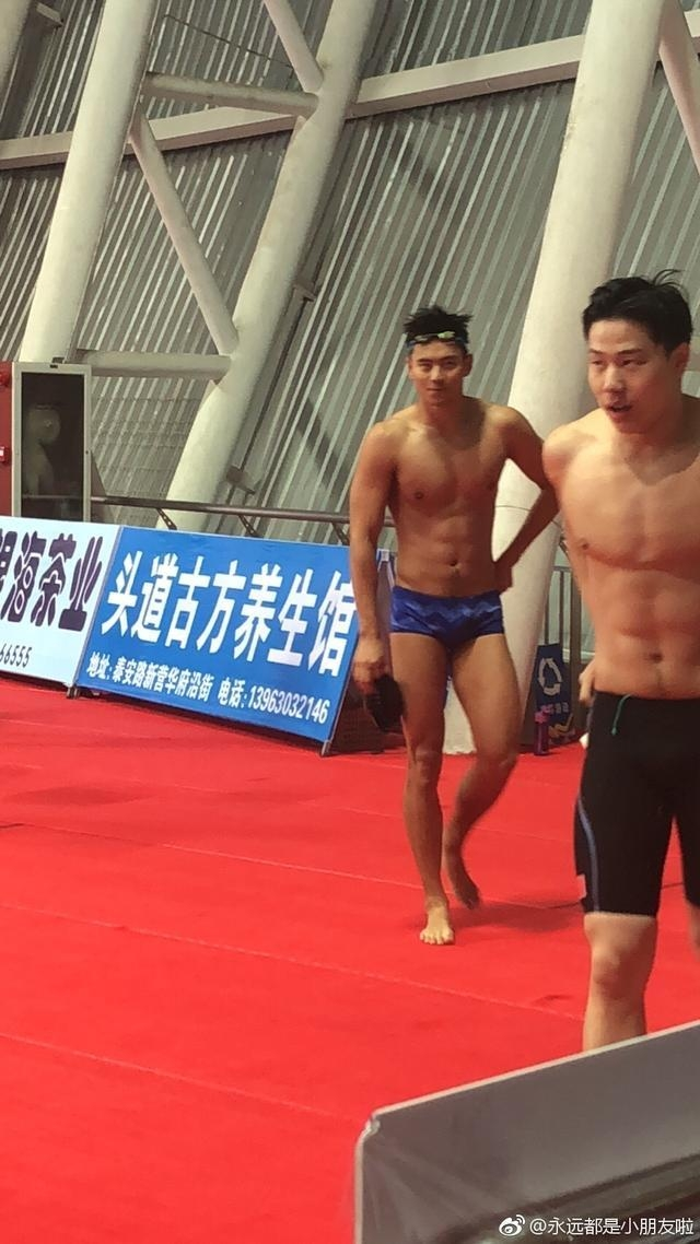 失望!宁泽涛再次穿非竞速泳裤参赛遭疯狂质疑:是来秀身材的吗?