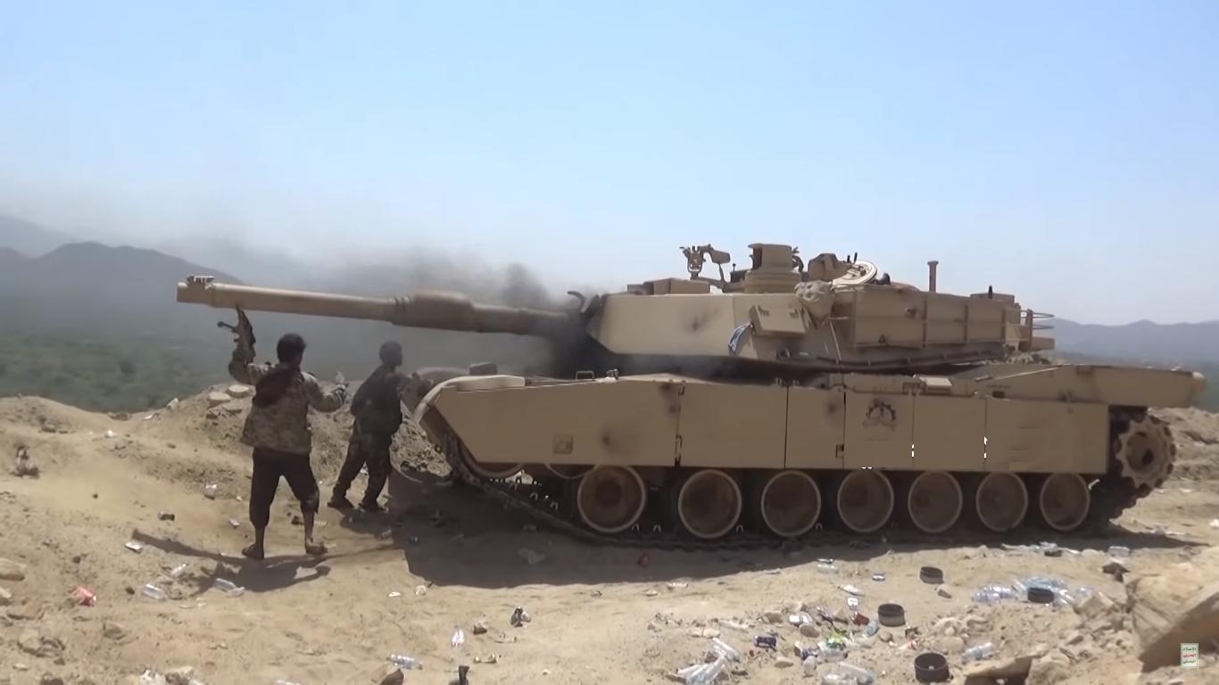 """暴殄天物!也门""""拖鞋军""""缴获沙特M1A2坦克直接放火烧掉"""
