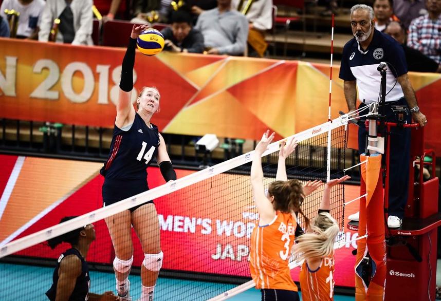 """荷兰女排神逆袭助中国提前1轮晋级半决赛!末轮可以""""挑对手"""""""