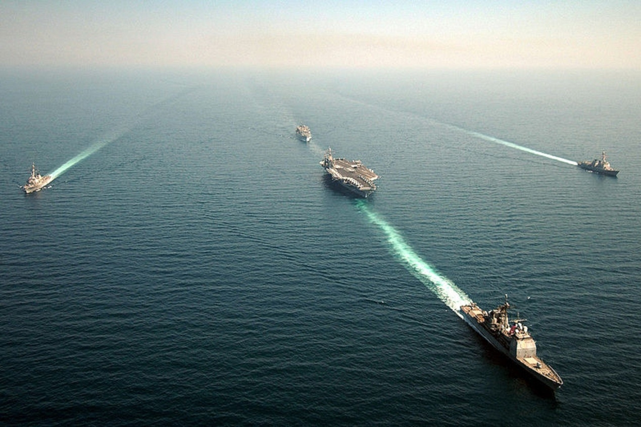 F:\配图0px-US_Navy_050323-N-4308O-129_The_USS_Harry_S._Truman_(CVN_75)_Strike_Group_shown_in_formation_as_they_transit_the_Red_Sea.jpg
