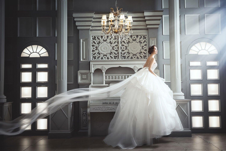> 正文   欧式风格婚纱照又叫宫廷婚纱照,他是模仿欧洲中世纪贵族的一图片