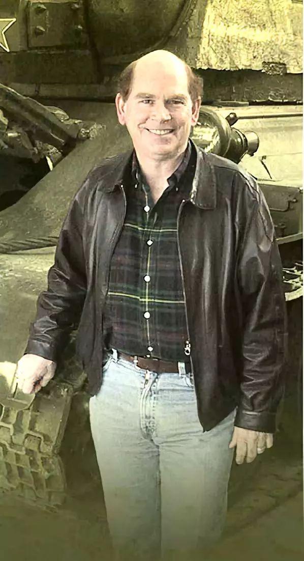 美国富豪的另类炫富:我收藏坦克装甲车辆能装备一个师!