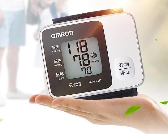 欧姆龙 手腕式电子血压计 hem-8612图片
