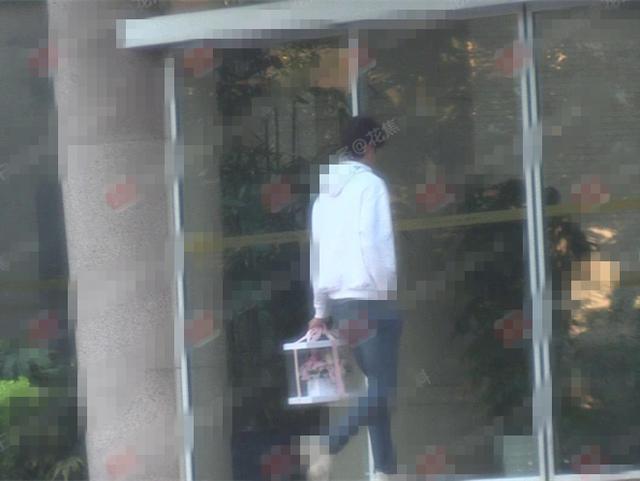 阚清子新恋情曝光!恋上23岁快男选手,两人甜蜜牵手出街!
