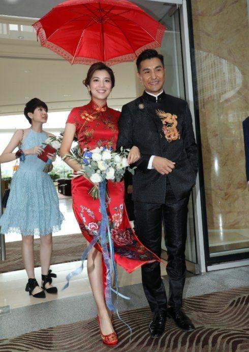打拼20年凭《城寨英雄》夺TVB视帝,41岁娶港姐举办海上婚礼