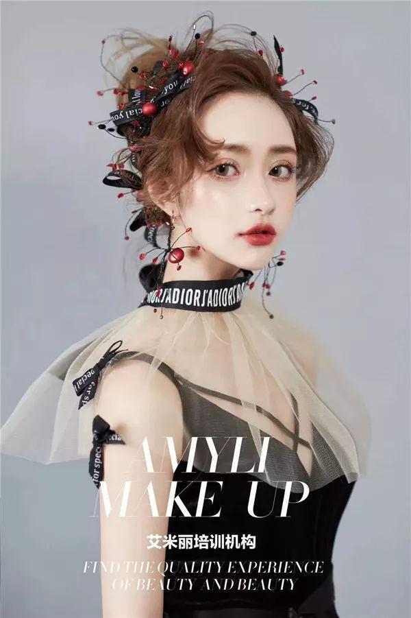 2018超美哒轻复古新娘红装造型图片
