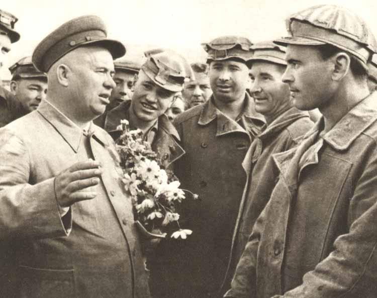 二战苏联红军如此拼命,真是因为身后有督战队还是有其他的动力?