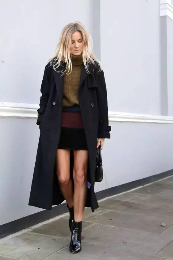 短裙与切尔西靴的搭配显得青春俏皮,还能顺便秀一下你的美腿~不过现在