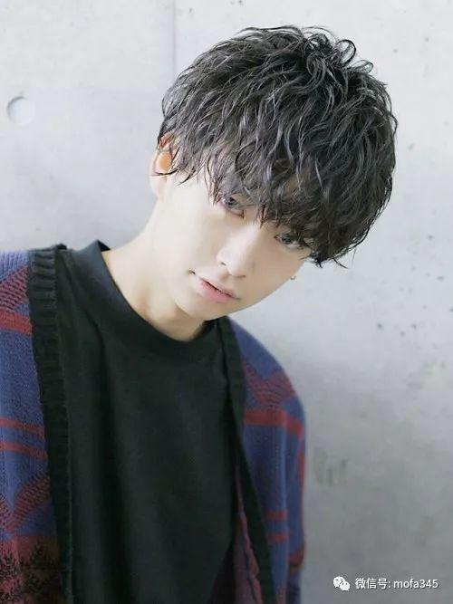 齐眉刘海发型男蓬松定位烫发型图片