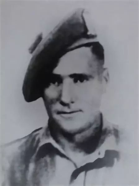 蛇皮走位避子弹 英国兵一人消灭德军半个排