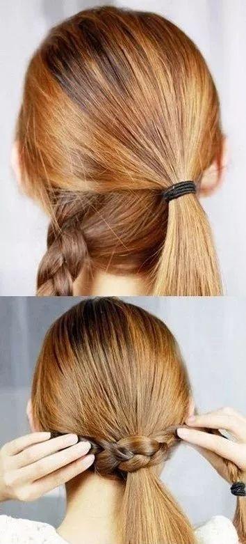 将头发等量分成上下两部分,上部分自然垂下,用皮筋扎起来,下部分编出