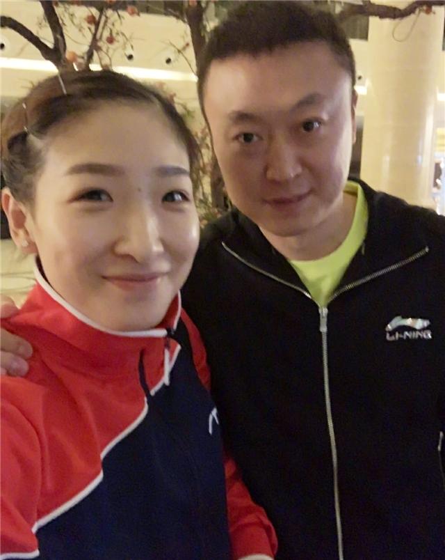 马琳搂刘诗雯开心合影 国乒名帅离职1年后终复出执教