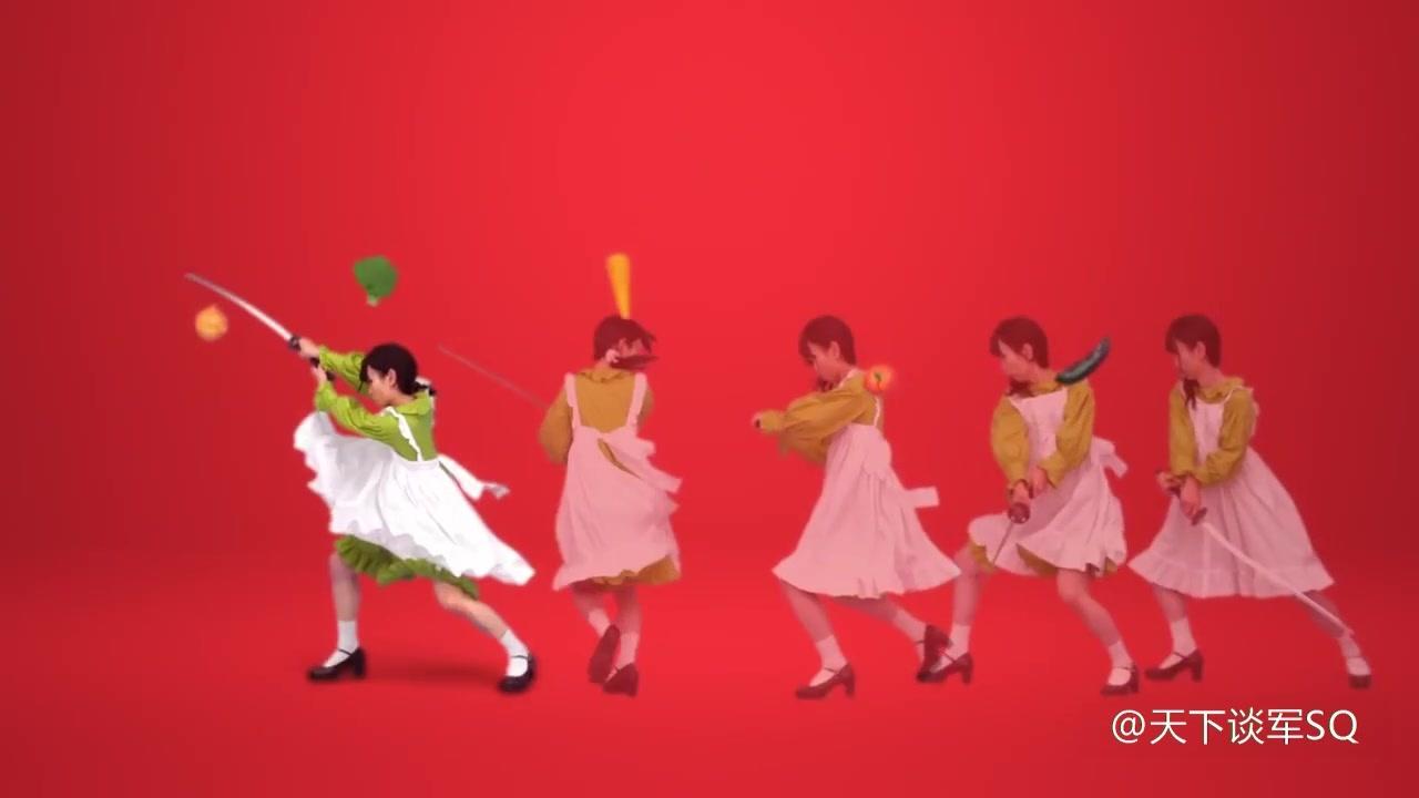 脑洞很大的日本人拍摄的武士刀切蔬菜广告