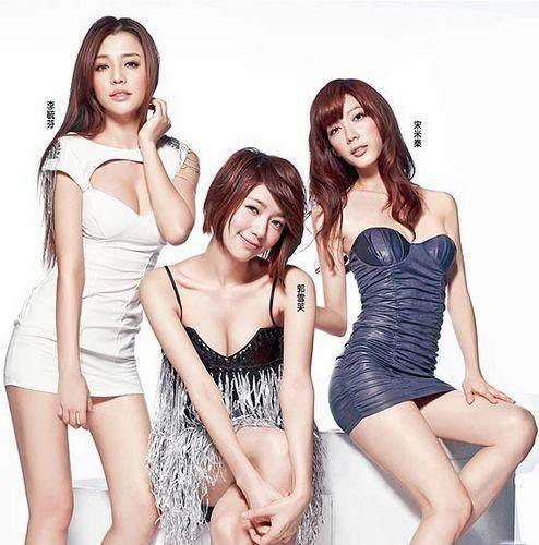 宋米秦是�yf�y.�_之后在2010年和宋米秦,李毓芬组成了女子组合dream girls出道,正式