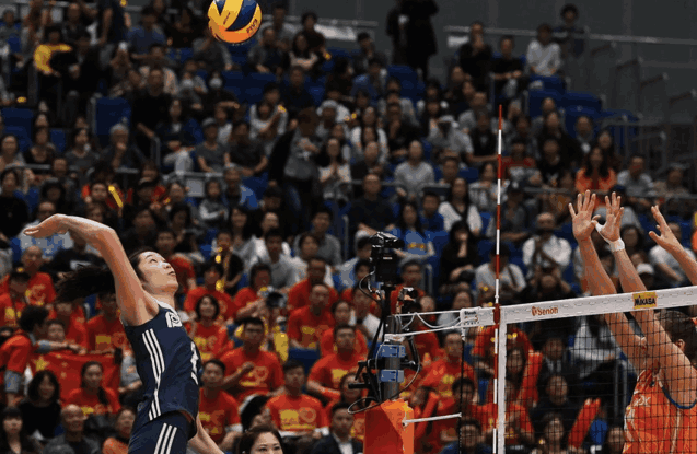 郎平兑现承诺!中国女排3-0双杀荷兰队获得世锦赛季军