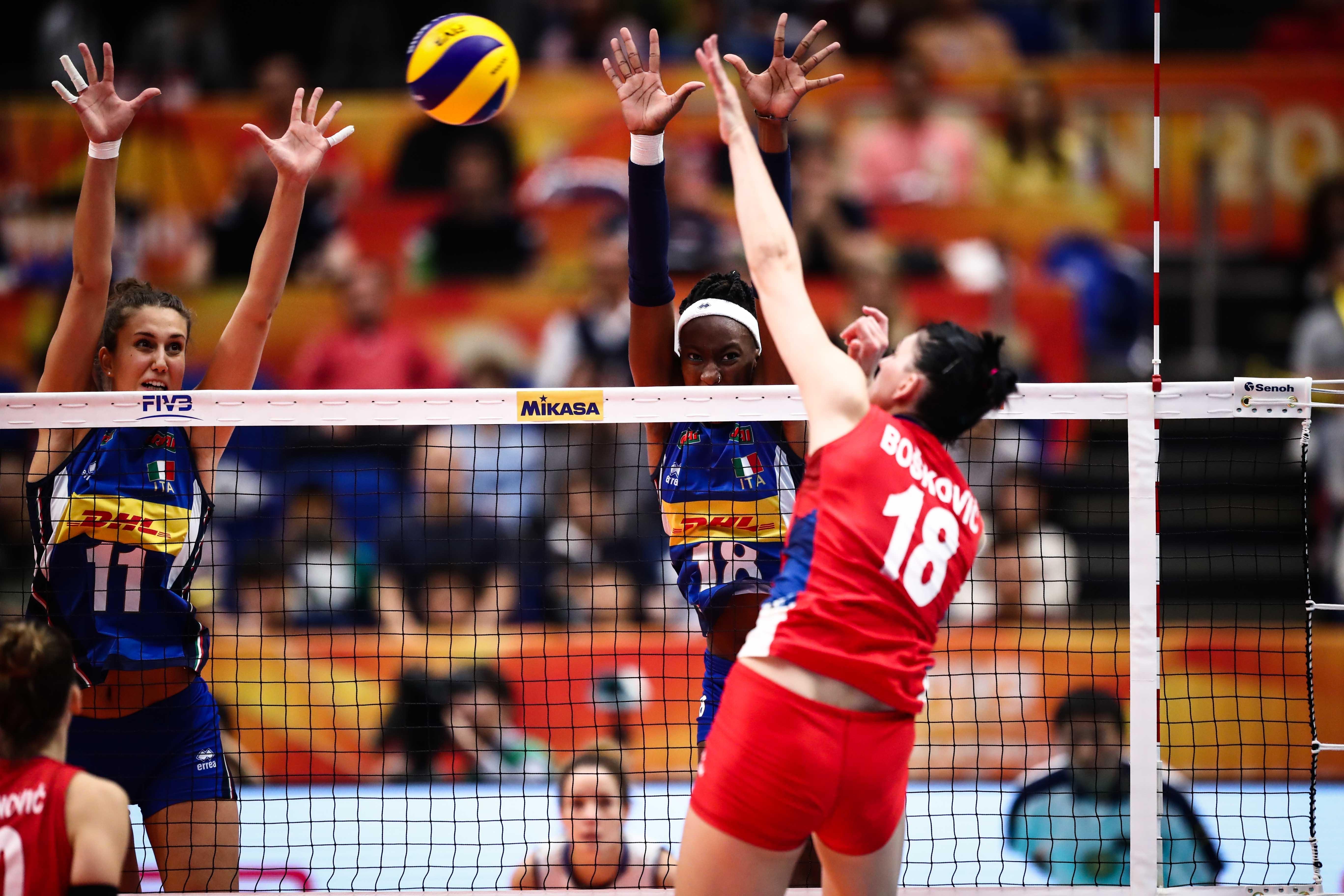 塞尔维亚女排首夺世界冠军,朱婷颜妮进最佳阵容