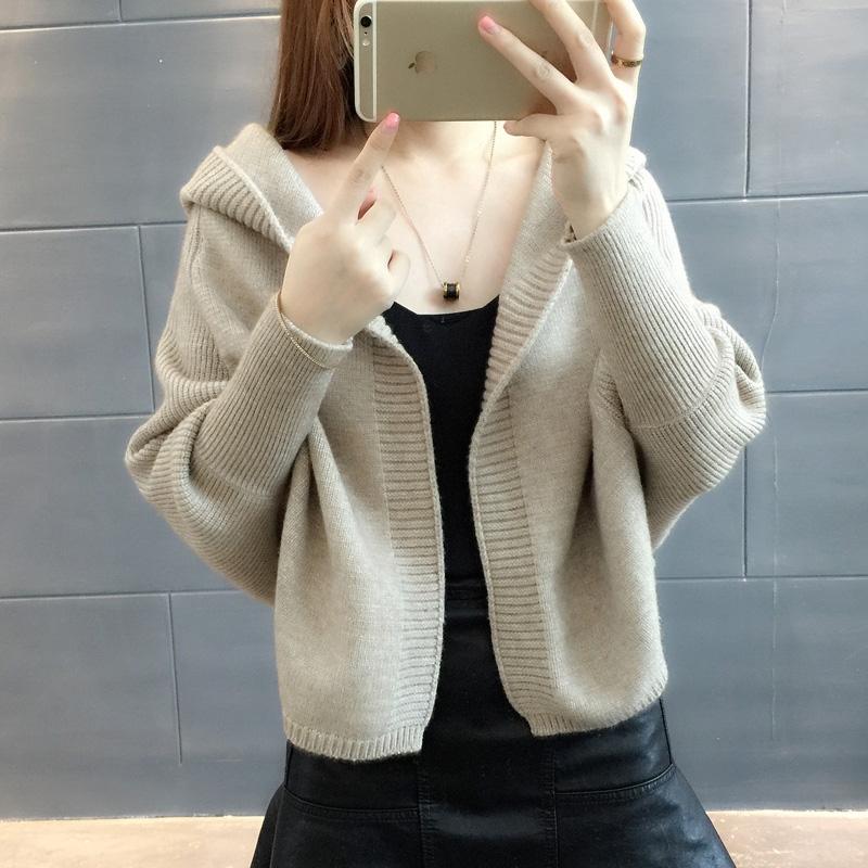 女开衫外套女毛衣蝙蝠袖穿起来也挺适合的,还不会显胖,衣服样式好看图片