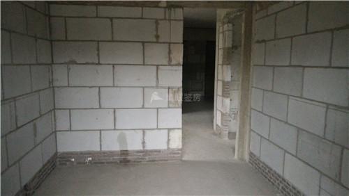 整体上看,现场混凝土结构成型质量较好,质量瑕疵较少.