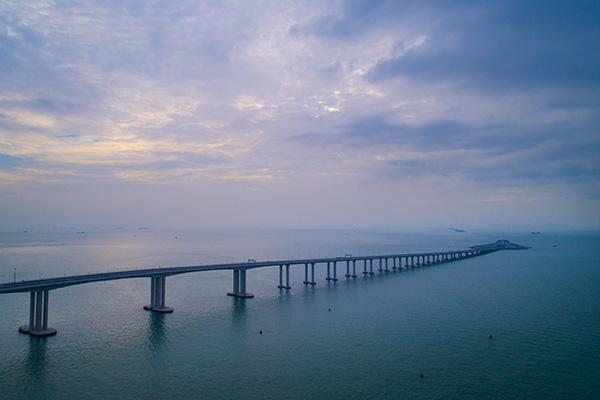 港珠澳大桥建设之路回望:从设想到建成历时35载