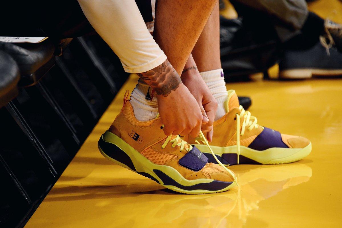 今日常规赛上脚球鞋一览:鲍尔上脚二代签名鞋