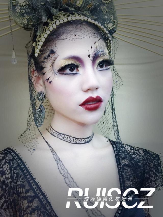 t台创意晚礼,感受大咖化妆师的灵感和创意!_凤凰时尚图片