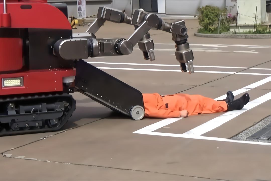 日本发明棺材机器人,直接把人吸进肚子,地震死亡率减少70%!