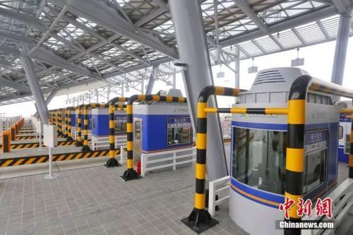 港珠澳大桥主体工程设置1处主线收费站。蔡敏婕摄
