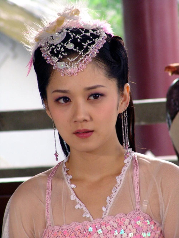 38岁的张娜拉晒美照,网友:吃了防腐剂的女人