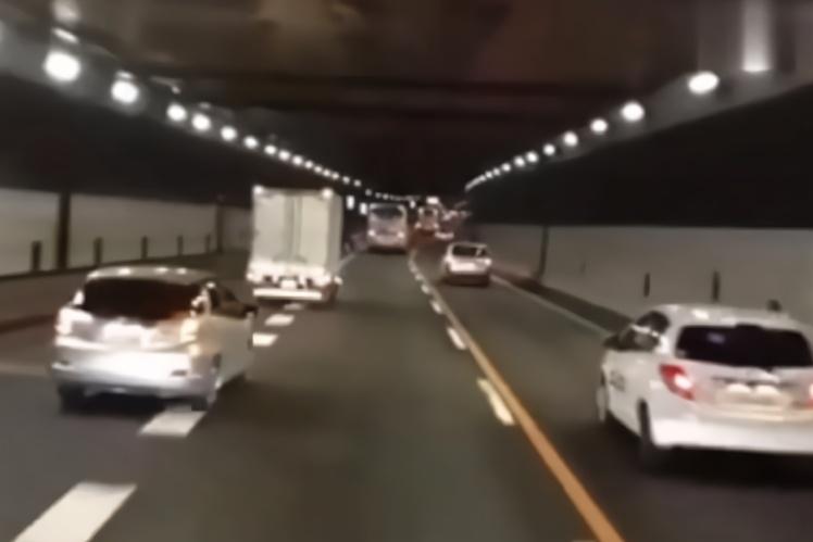 """日本人超车后用灯说""""感谢"""",能普及吗?能消除路怒症吗?"""
