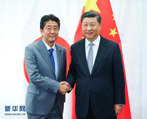 9月12日,国家主席习近平在符拉迪沃斯托克会见日本首相安倍晋三。 新华社记者谢环驰摄图片来源:新华网