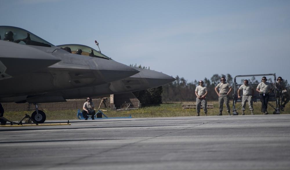 美参议院致信美空军部长呼吁尽快修复飓风损坏的F