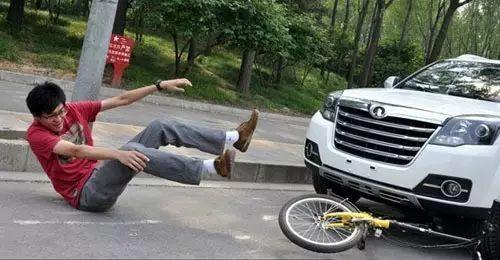 非机动车驾驶人,行人故意碰撞机动车造成的,机动车一方不承担赔偿责任