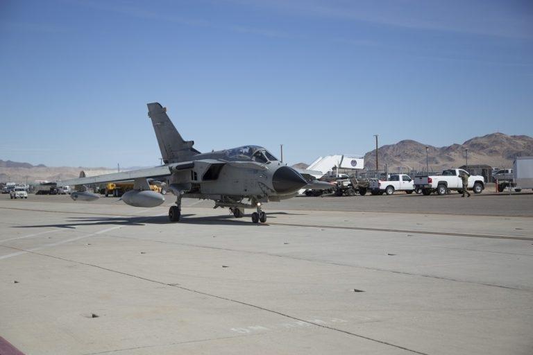 意大利龙卷风电子战飞机装备AGM-88E高级反辐射导弹